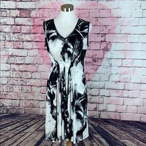Simply Vera Wang White & Black Dress  Size Medium